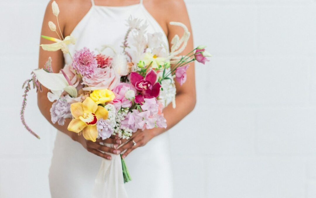 FLORAL BOUQUETS TRENDS FOR 2019 + 2020 WEDDINGS